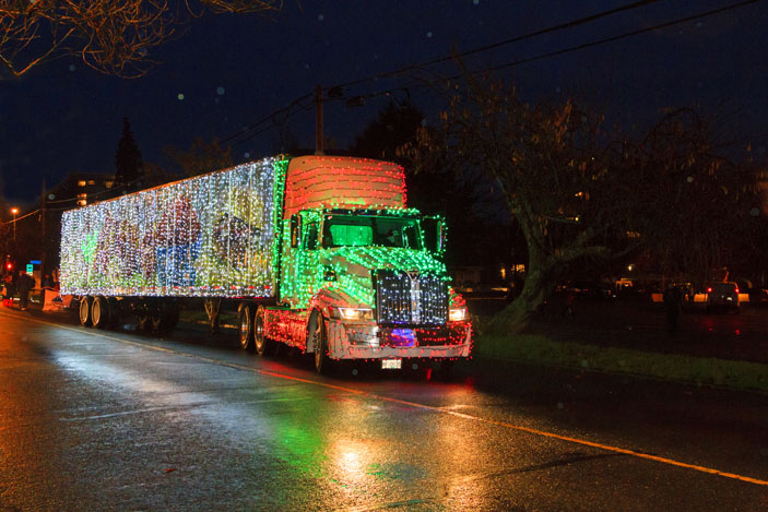 Truck lights up the road and the way for Santa Claus, in Victoria, Canada. Photo: GTS Productions / Shutterstock