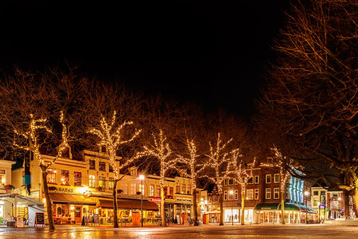 Bars and restaurants with christmas lights on the Grote Kerkplein square in Zwolle, The Netherlands. Photo: DutchScenery / Shutterstock