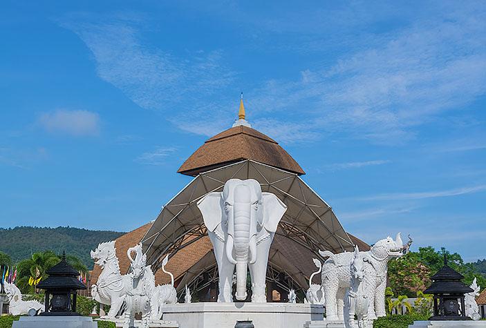 Chiang Mai Night Safari, Thailand / All Around Photo / Shutterstock.com