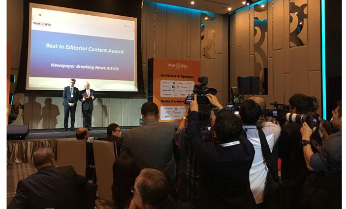 Malaysia's Prime Minister, Datuk Seri Najib Tun Razak presenting awards at Publish Asia.