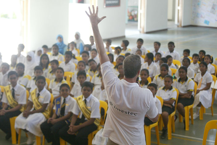 Lewis Pugh motivating children in the Maldives, Photo by Michael Walker
