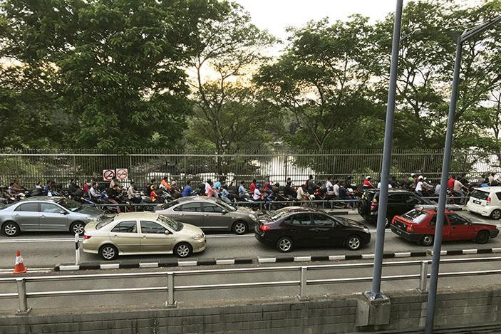 Traffic building up towards the Causeway. nashriq mohd / Shutterstock.com
