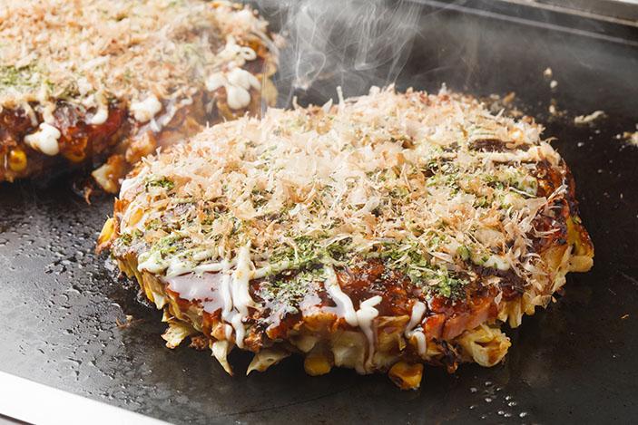Okonomiyaki / Sasaken / Shutterstock.com