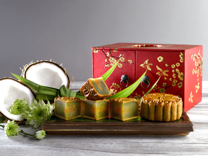 pandan-with-coconut-baked-mooncakes