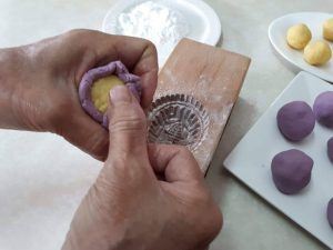 Wrap potato skin around balls of mung bean paste.