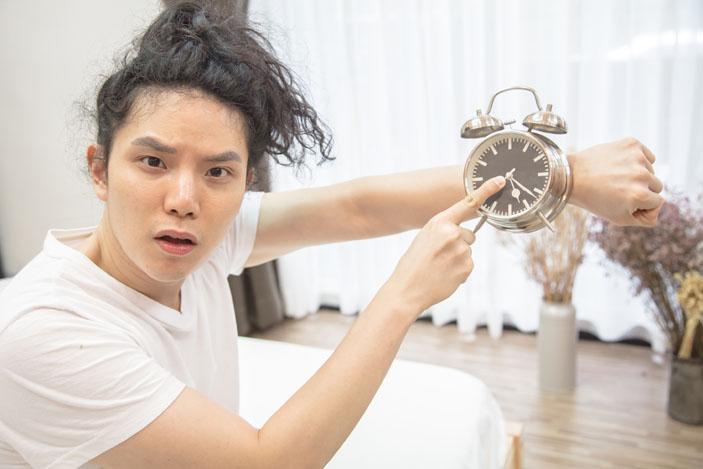 alarm-clock-wrist-618530552