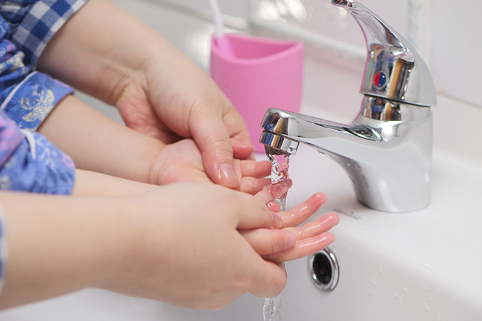 adult-child-washing-hands