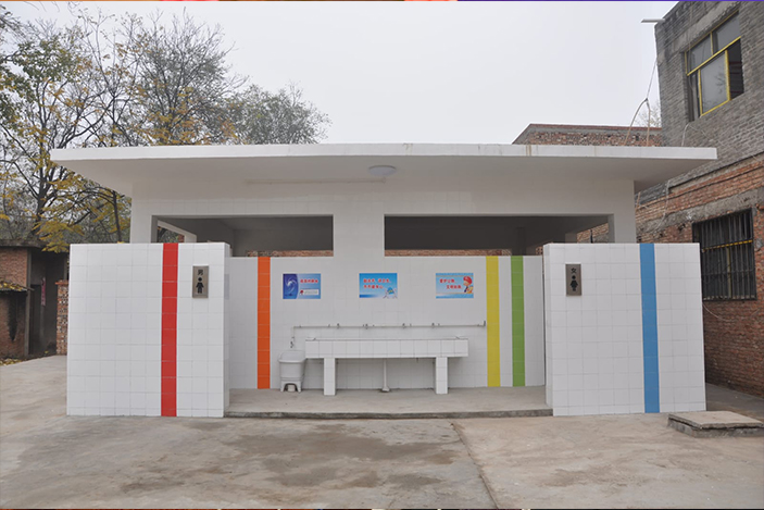 WTO has built Rainbow rural school toilets in China's Henan province.