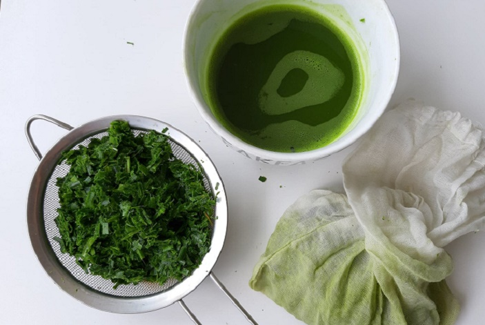 extracting-pandan-juice-_april-2019-wk-3
