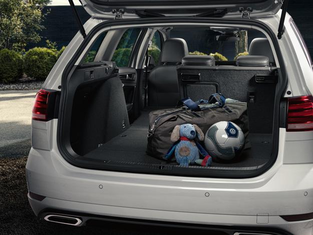 volkswagen-golf-variant-interior-9