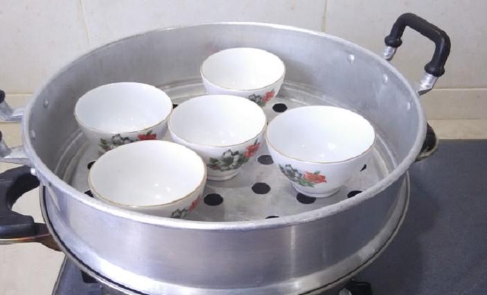 preheat-tea-cups_kuih-kosui