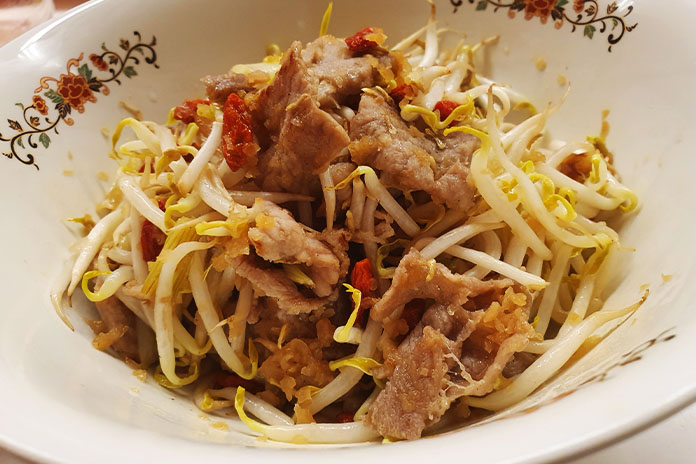 instant noodles pork topping